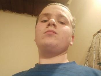 kosztyuadrian 17 éves társkereső profilképe