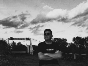 tdavid 18 éves társkereső profilképe