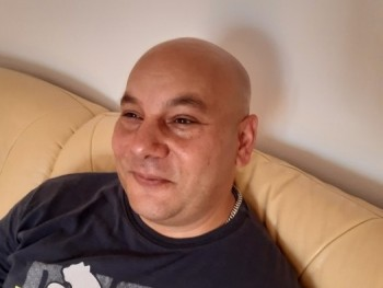 Rumi 44 éves társkereső profilképe