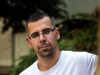 zozov 33 éves társkereső profilképe