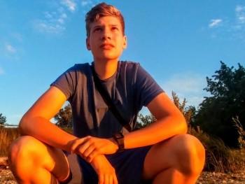 Flevi 17 éves társkereső profilképe