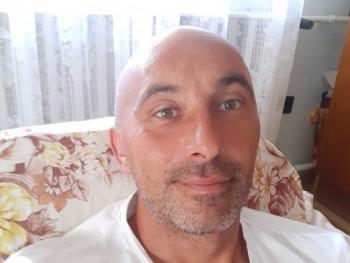 istu 39 éves társkereső profilképe