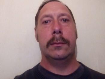 Secus 42 éves társkereső profilképe