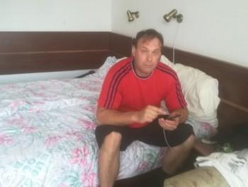 Petényi Gábor 43 éves társkereső profilképe