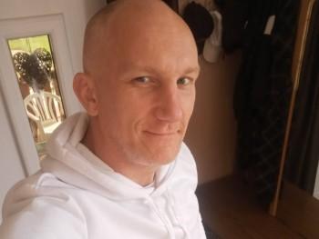 szilárd szilárd 38 éves társkereső profilképe
