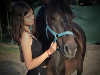 Balogh Nóra 16 éves társkereső profilképe