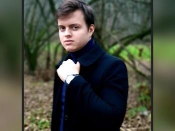Csipetek 19 éves társkereső profilképe