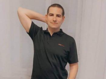 Madben 30 éves társkereső profilképe