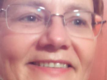 Ada 50 éves társkereső profilképe
