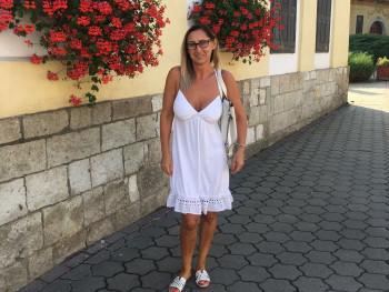 Qlara 47 éves társkereső profilképe