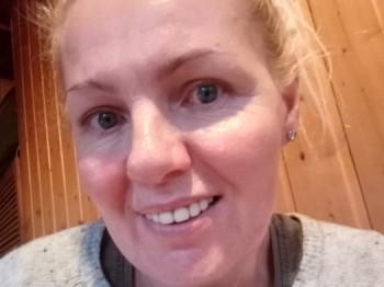 Böbe Porkolab 47 éves társkereső profilképe