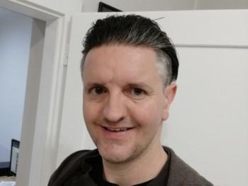 dzsékob 42 éves társkereső profilképe