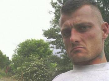 robert hargitai 32 éves társkereső profilképe