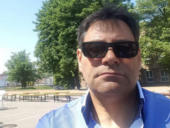 Olasz Viktor 49 éves társkereső profilképe