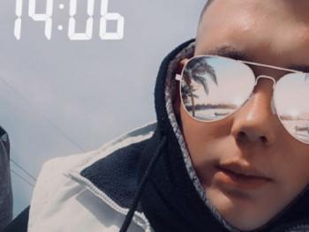 szebi21 18 éves társkereső profilképe