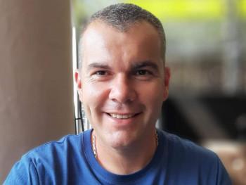 András000 37 éves társkereső profilképe