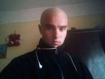 roland tibi 22 éves társkereső profilképe