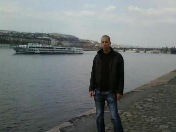 Varjú Balázs 40 éves társkereső profilképe