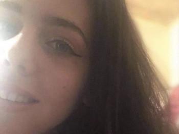 Molly 20 éves társkereső profilképe