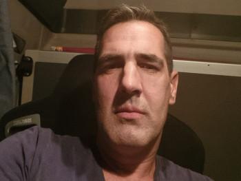Edmond 43 éves társkereső profilképe