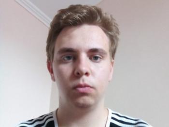 HAdrián 19 éves társkereső profilképe