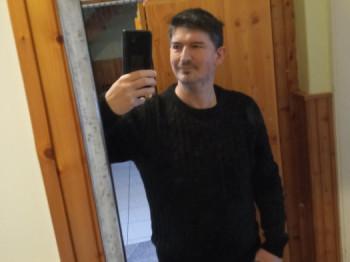 Opetya 50 éves társkereső profilképe